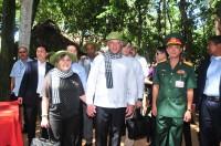 Bộ trưởng Cuba Miguel Mario Diáz-Canel Bermúdez khám phá địa đạo Củ Chi
